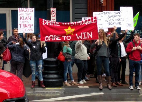 美國青年組織示威反對特朗普 打出毛主席語錄(圖)4