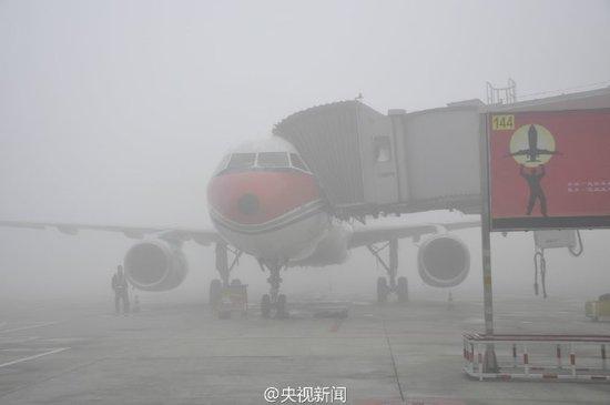 成都机场遭逢浓雾