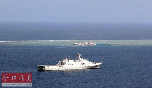 材料图片:中国南海舰队舰艇在南沙群岛邻近海疆巡航。