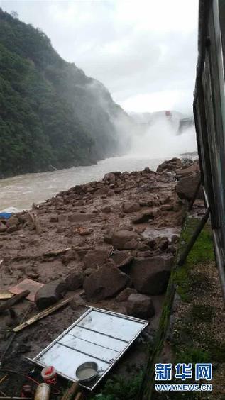 5月8日在福建省泰宁县拍摄的因强降雨造成的山体滑坡事故现场。