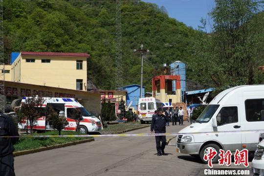 陕西铜川煤矿透水事故11名被困矿工全部遇难。 高庆国 摄