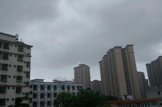 北方【5省市】遭暴雨 华南连续闷热