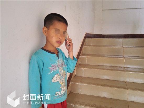 听说爸爸又不回来,林快哭了。