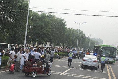 北京顺义区一公交车与货车相撞 多人受伤(图)