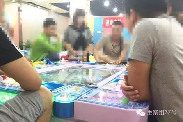 6月28日,回龙观西大街某电玩城,几名男子坐在捕鱼机前,每把输赢至少数千元。
