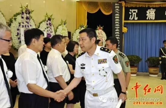 冯丹宇加入张震将军之子张宁阳的尸体离别仪式