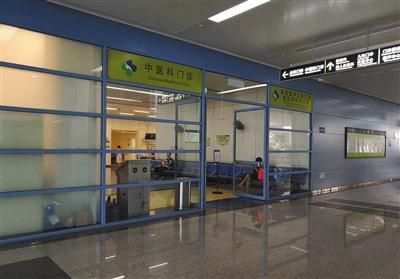 7月22日,香港大学深圳医院一层中医科门诊。香港大学深圳医院在2012年开始投入使用,是一家没有行政级别的公立医院,所有员工不再具有事业编制。