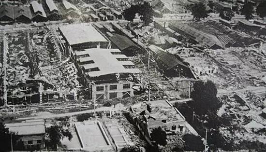 被震毁的唐山机车车辆厂全景