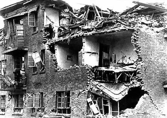 震后的废墟
