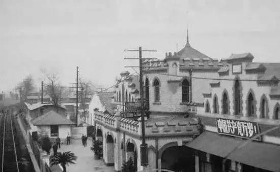 1972年的唐山火车站,中国第一个火车站,建于1882年