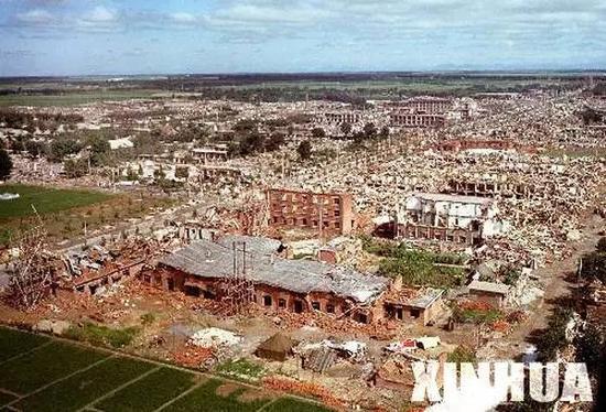 大地震后,唐山一片废墟