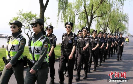资料图:杭州西湖G20女子巡逻队。 中新社记者 张茵 摄