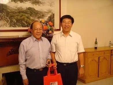 黄士豪(左)