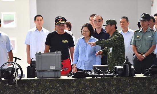 蔡英文视察台湾陆军特航部两栖楼