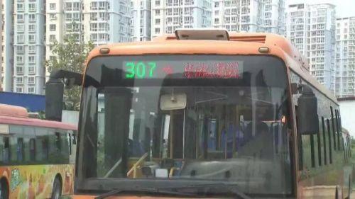 壮年男子乘公交刷老年卡 被识破后拳打司机(图)