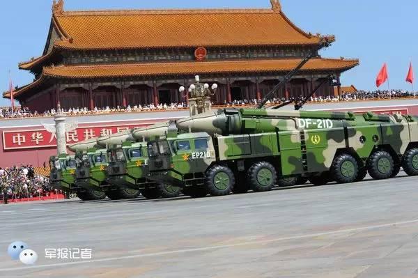 △通例导弹第2方队接纳校阅