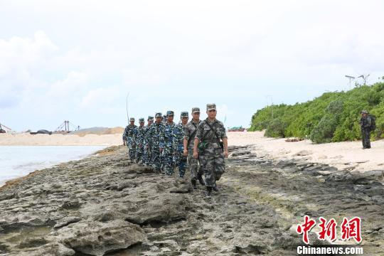 三沙警备区组织民兵对岛礁进行常态化巡逻。 李书兵 摄