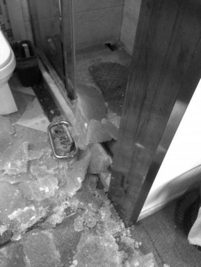 客房玻璃门破碎划伤8岁男童 酒店向客人索赔千元