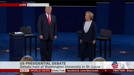 剑拔弩张!特朗普希拉里辩论开场罕见不握手
