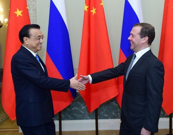 """""""中小企业合作"""":中俄两国总理一拍即合 新闻"""