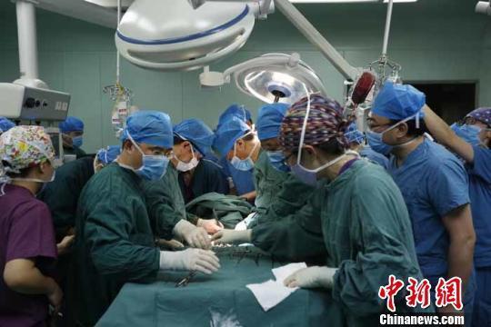 女医遭患儿父亲刺破心脏 案发前患儿病情好转