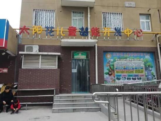 """10+9没算好 郑州6岁女童小脸被""""老师""""扎6个洞"""