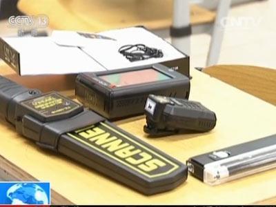 记者还在考场上看到了几个防作弊利器。