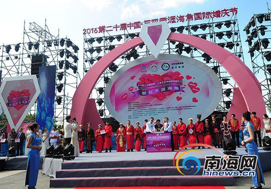 12月20日上午,2016第二十届中国·三亚天涯海角国际婚庆节在天涯海角游览区开幕。南海网记者沙晓峰摄