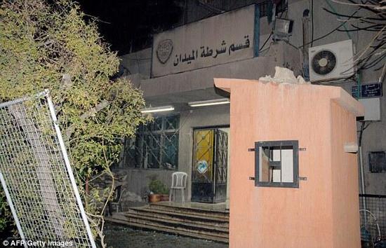 """一名7岁女孩充当""""人肉炸弹""""走入叙利亚大马士革警察局,随后在遥控爆炸中身亡"""