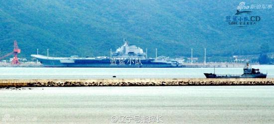 近日,中国航母编队首次赴西太平洋海域开展远海训练,这也是辽宁舰首次出远海训练。其后,辽宁舰编队绕行台湾,从巴士海峡进入南海,并将进入三亚军港进行休整。(来源:@浩汉防务 @ 蓝鲨小队)