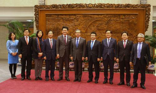 王毅会见韩议员代表团:反对强行推进萨德系统|中韩|王毅|萨德系统_新浪新闻
