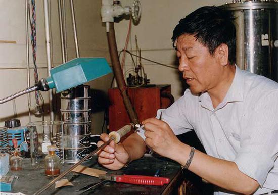 赵忠贤院士工作照(中国科学院物理研究所供图)
