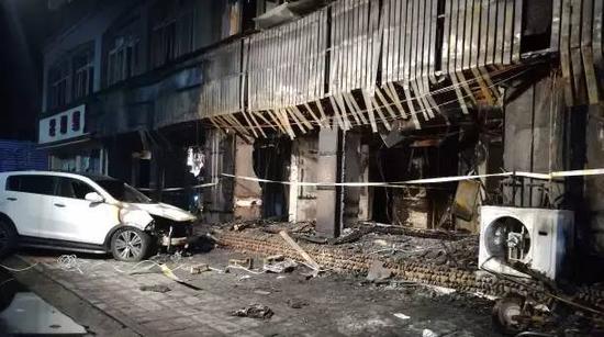 截至目前,火灾共造成18人死亡,18人受伤。其中1名患者烧伤面积达99%,于今天上午被紧急送往杭州救治。