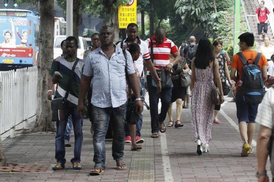 生活在广州的非洲人(资料图)