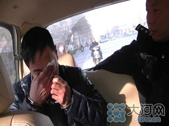 嫌犯被抓获后流泪