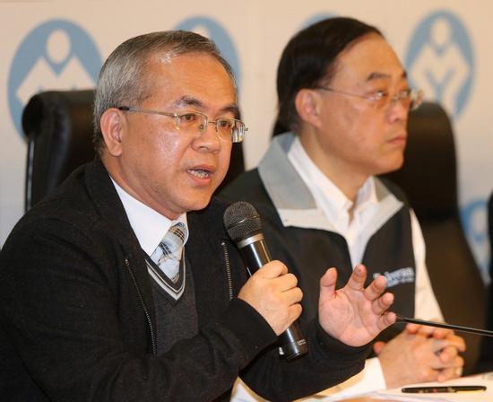 """台当局""""观光局长""""周永晖(右)及""""公路总局长""""陈彦伯(左)请辞。(图片来源:台湾《联合报》)"""