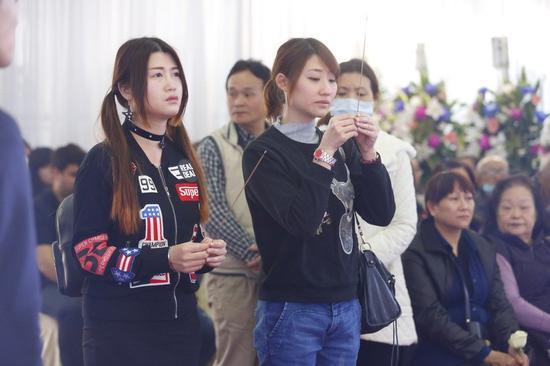追悼会场面哀戚肃穆,不少家属都哭红了眼。(图片来源:台湾《联合报》)