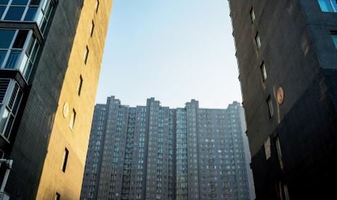 房产无法落宗而不能办理房地产登记证——困扰李先生的事在此前一段时间也困扰着不少在燕郊拥有房产的人。视觉中国