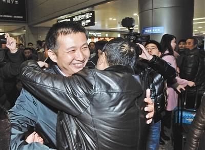 陈满于2016年2月2日回家,受到亲朋好友的盛情迎接 供图/视觉中国