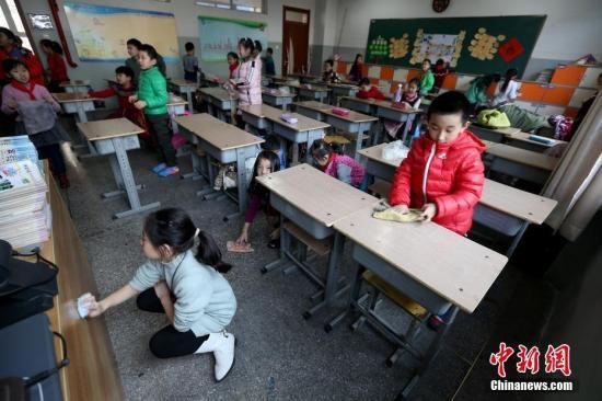 资料图 山西太原新建路小学的小学生们开始返校上课 张云 摄