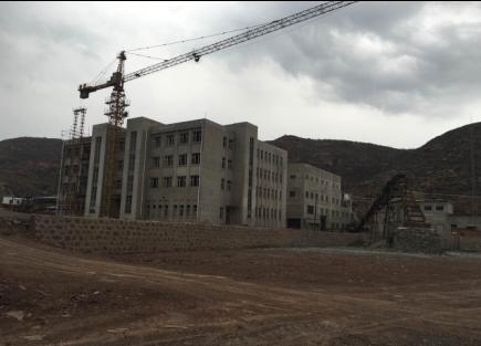 建在4A级风景区芦芽山风景区里的明业煤矿。 刘立民 摄