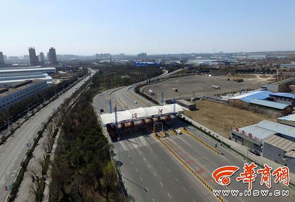 2017年3月1日,西安城北,俯视西铜一级公路泾河出口。本文图片均来自 华商网