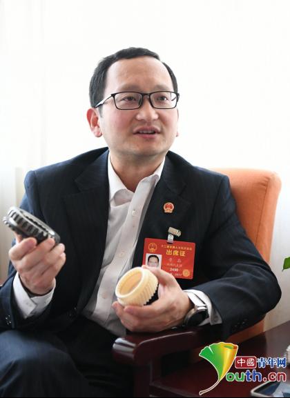 全国人大代表、陕西法士特集团公司首席技能培训师曹晶。本人供图
