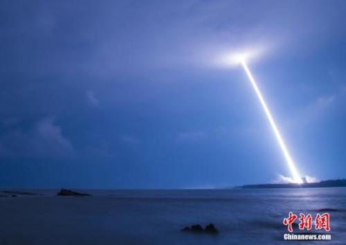 资料图:2016年11月3日,中国最大推力新一代运载火箭长征五号升空。 中新社记者 骆云飞 摄