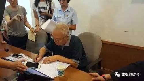"""""""季羡林亿元遗产案""""一审宣判后,季承签字确认。 一中院供图"""