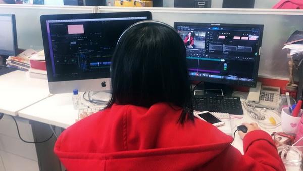 红衣配图小编正在加班抓紧剪辑下一期快问快答视频