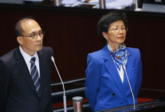 """台""""行政院长""""林全(左)、陆委会主委张小月7日下午在台""""立法院""""备询。(图片来源:台湾《联合报》)"""