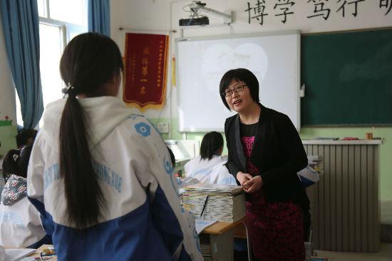 北京援疆女队员:大漠戈壁上的希望之花