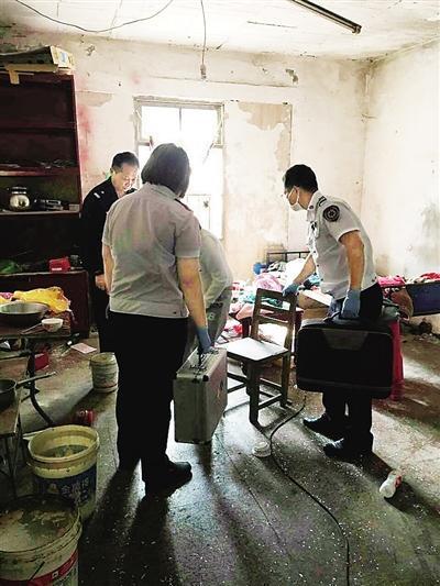 智障女独自住在烂尾别墅,产下一名男婴,多部门联合救助。