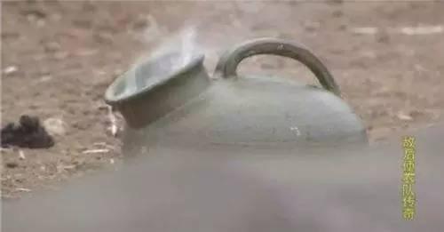 """甚至还有一个夜壶,里面有""""尿液触发雷"""",只要往里尿尿,十秒钟就能炸飞。"""
